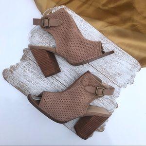KELSI DAGGER Open Toe Tan Sandals Size 8.5